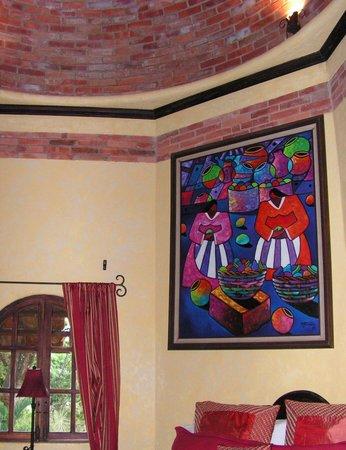 Forest Hills Suites : La chambre au plafond voûté