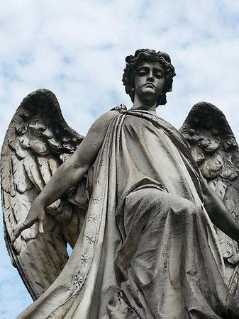 Cementerio Monumental: Una visita imprescindible , arte por doquier...