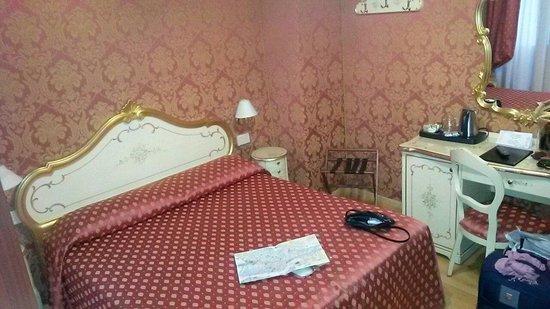 Hotel Al Gazzettino: Stanza 215, silenziosa e accogliente