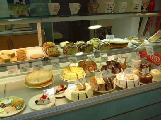 Peggy Scotts Restaurant: Some of the food and cakes on offer. Yum!