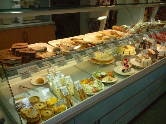 Peggy Scotts Restaurant: Some of the food and cakes on offer. Yum