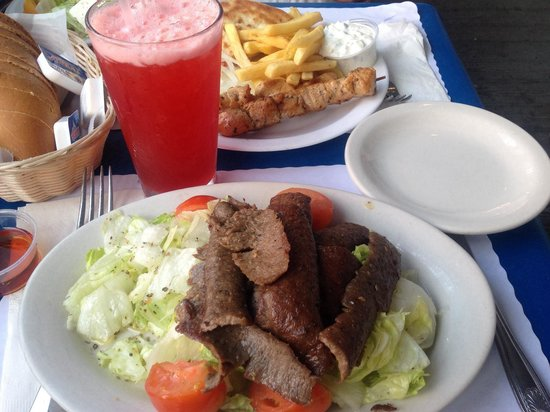 Zorba's Greek Restaurant: Small Greek salad w/ lamb