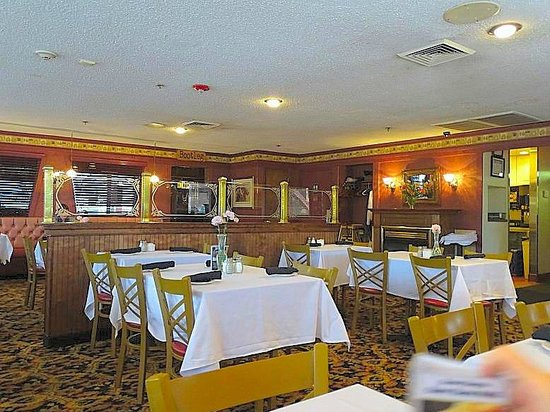 Turf Motel Rib Room : inside dining