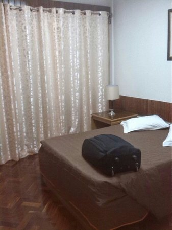 Residencia Mar dos Acores : Double bed in two bedroom apartment