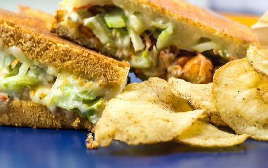 Meltz Extreme Grilled Cheese: Sandwich -n- Chipz