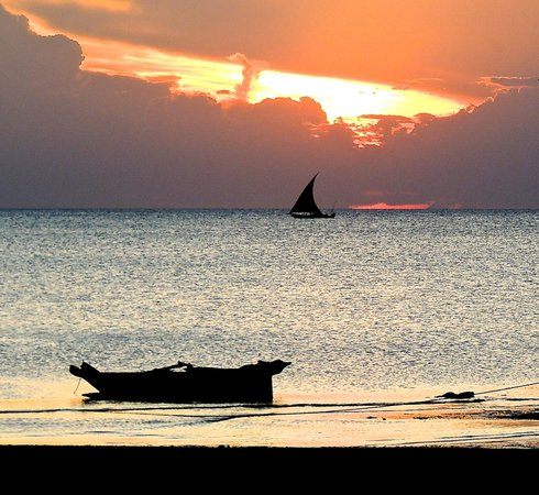 Chuini Zanzibar Beach Lodge : sunset from the grounds.