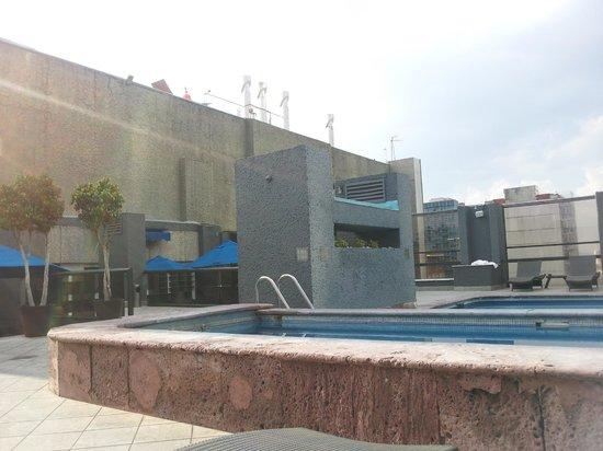 Galería Plaza Reforma: Pool + gym area