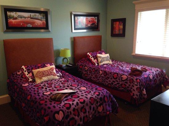 Casa de Mariposa: Double twin beds