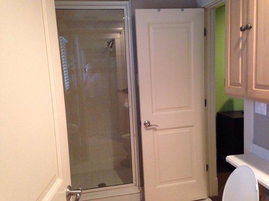 Casa de Mariposa: Queen bedroom's bathroom