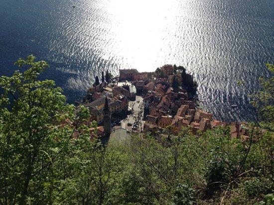 Castello di Vezio: Vista su Varenna