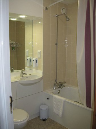 Premier Inn London Heathrow Airport (Bath Road) Hotel: Bathroom