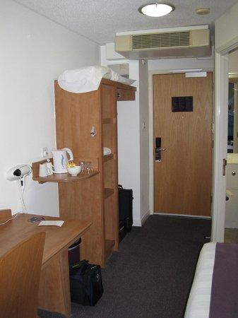 Premier Inn London Heathrow Airport (Bath Road) Hotel : Bedroom