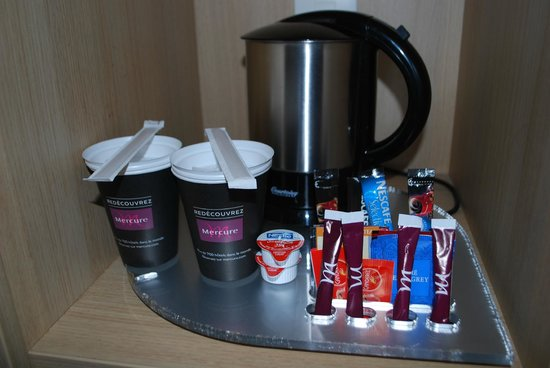 Mercure Carcassonne La Cite Hotel: Tea/Coffee Making Facilities