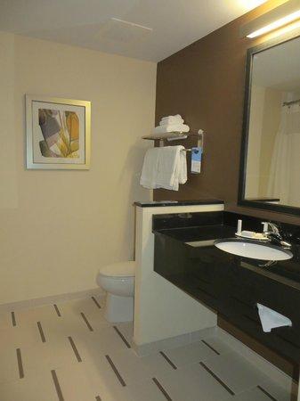 Fairfield Inn & Suites by Marriott Destin: Bathroom
