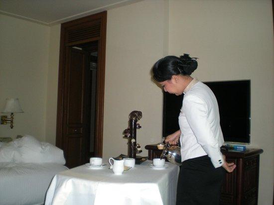 The Peninsula Bangkok : Room service coffee