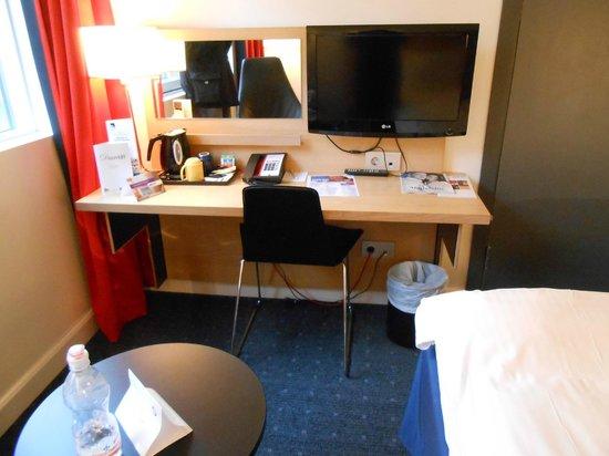 Park Inn by Radisson Oslo: Camera pulita e funzionale