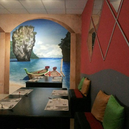 Aroy - Thai Cuisine : I liked the painting on the wall