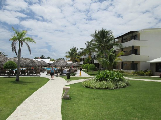 Catalonia Royal Bavaro : Pool and villa closest to the lobby