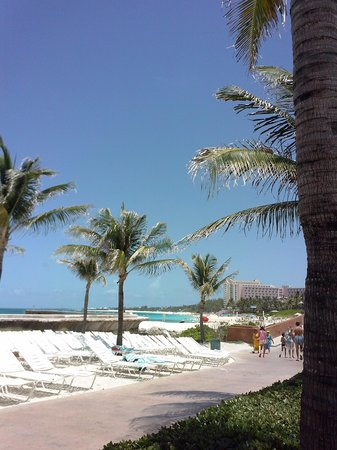 Atlantis, Royal Towers, Autograph Collection: White sands and aqua water!