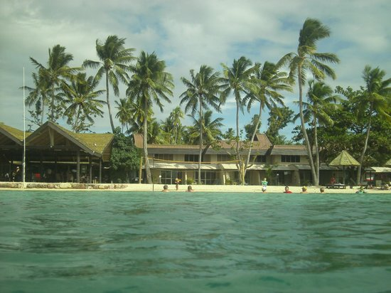 Plantation Island Resort: the view from off the beach