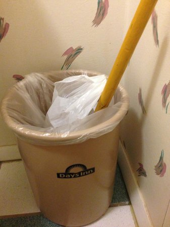 Days Inn Kokopelli Sedona: Handy that they give you plungers so you can unclog the toilet if needed