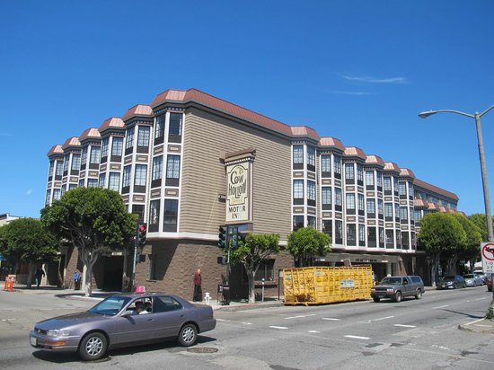 Cow Hollow Motor Inn and Suites: Hotel exterior
