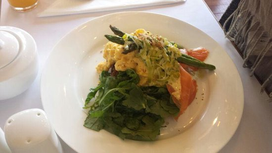 Edgelinks Country House: scrambled eggs and smoked salmon
