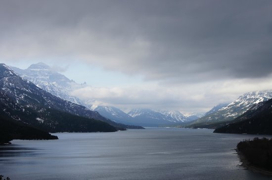 Waterton Lakes Lodge Resort: View down the lake