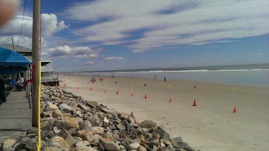 Ogunquit Beach : Miles of beach to walk or sand bathe