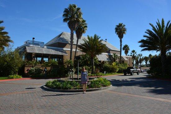 The Portofino Hotel & Marina, A Noble House Hotel: Esse é o restaurante do hotel! Tudo muito lindo!!
