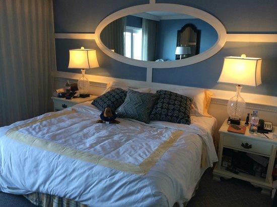 The Portofino Hotel & Marina, A Noble House Hotel: Cama de casal, muito boa!
