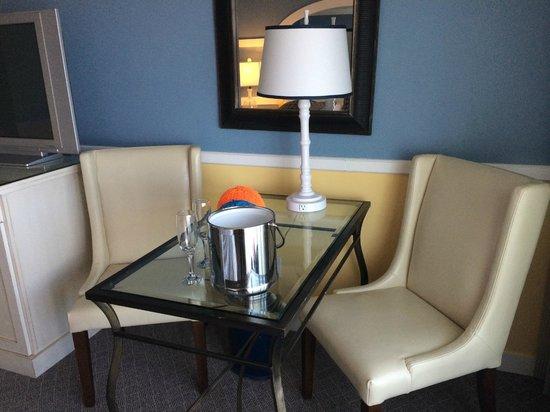 The Portofino Hotel & Marina, A Noble House Hotel: Mesinha ...