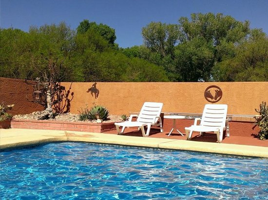 Lazy Dog Ranch: I hear the pool calling my name...