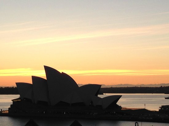 Holiday Inn Old Sydney : Sunrise over Opera House
