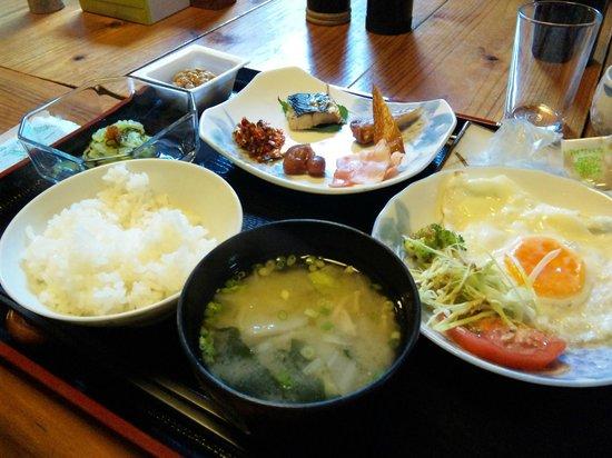 Lodge Yaedake Sanso : 朝食もちゃんとしたものが出てくる。