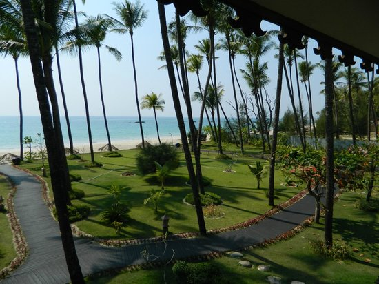Amazing Ngapali Resort : View from the balcony of our room