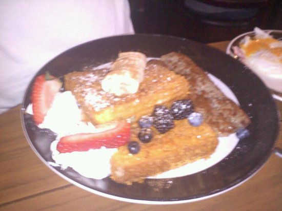 Blue Moon Cafe : capt cruch french toast