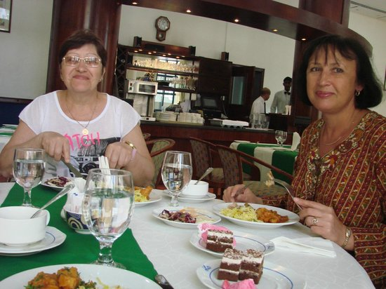 """Lavender Hotel Dubai: Обед в ресторане """"Гондола"""" на первом этаже отеля"""