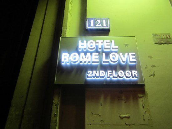 Hotel Rome Love: The sign for the hotel