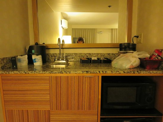 Embassy Suites by Hilton Hotel Los Angeles-Downey : Wet Bar