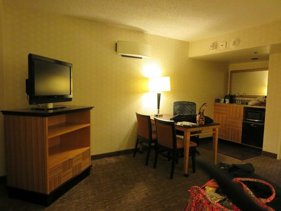 Embassy Suites by Hilton Hotel Los Angeles-Downey : Living Room