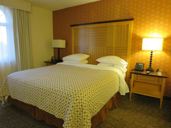 Embassy Suites by Hilton Hotel Los Angeles-Downey: Bedroom