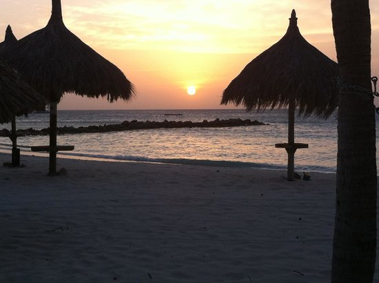 Playa Linda Beach Resort: Sunset on the Beach