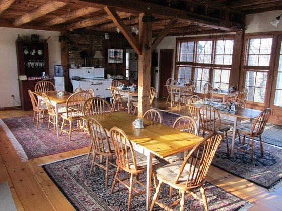 The Inn at Round Barn Farm: Breakfast Room