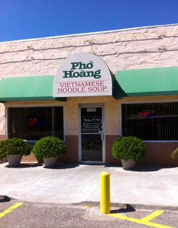 Pho Hoang : This is the place!  Located on Grand Ave.