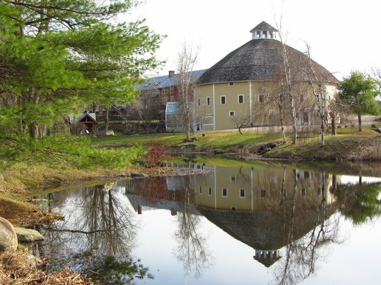 The Inn at Round Barn Farm: Round Barn