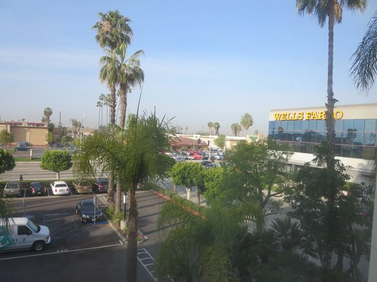 Embassy Suites by Hilton Hotel Los Angeles-Downey: View from room