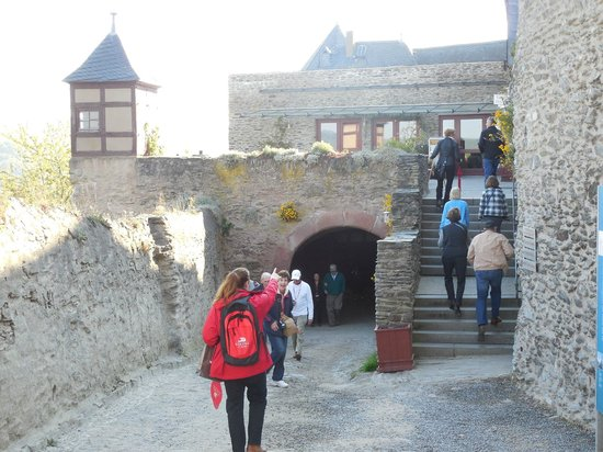 Schloss Marksburg: Entrance to castle and gift shop