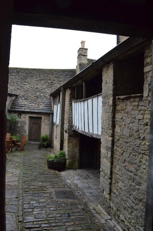 The George Inn: Inner courtyard--looks like Shakespeare could have stayed here.