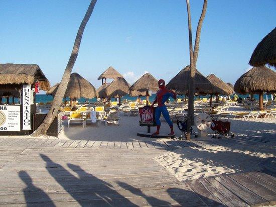Iberostar Paraiso Lindo: Boardwalk to Beach